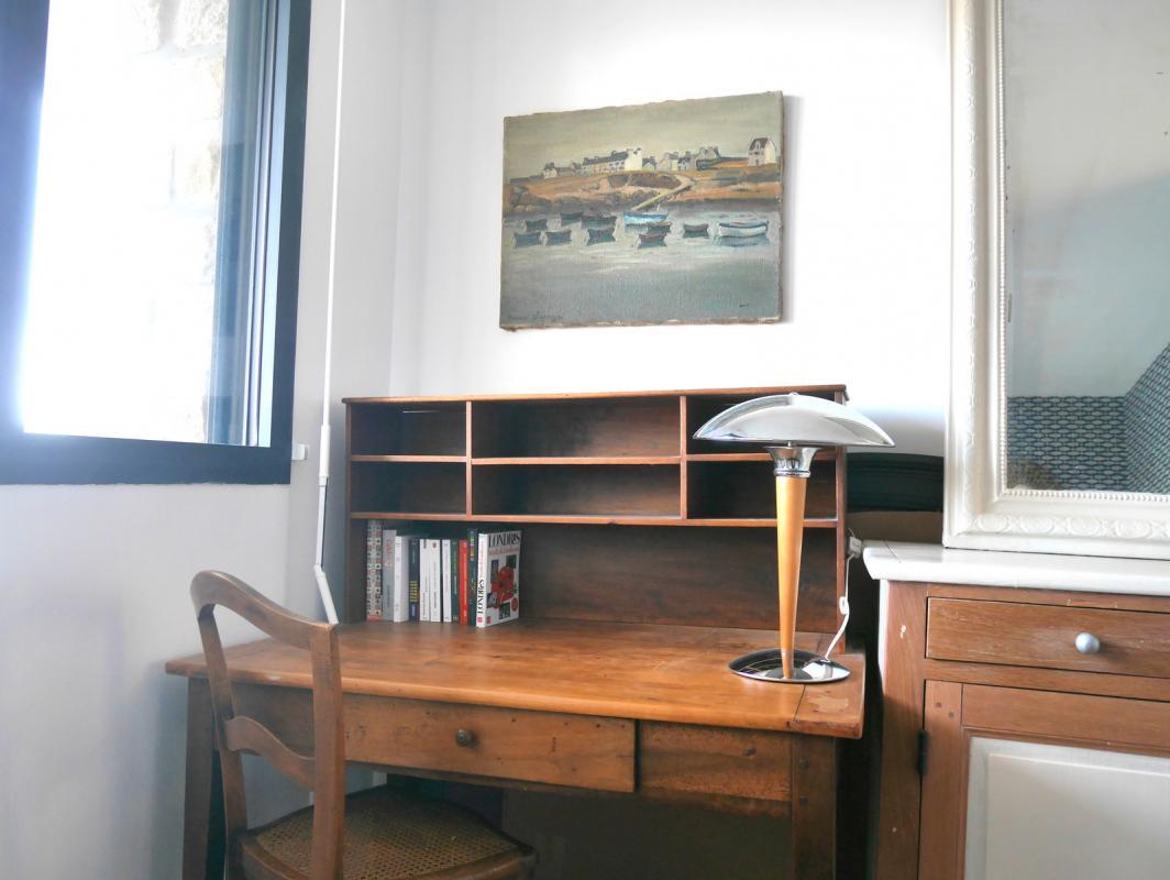 Un bureau et des livres
